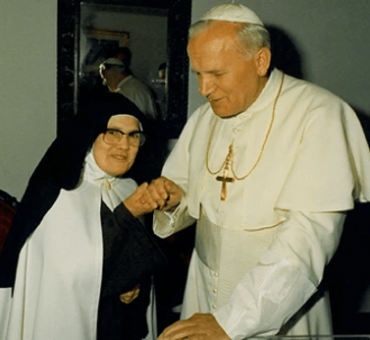 Lucia-di-Fatima-papa-Giovanni-Paolo-II_j